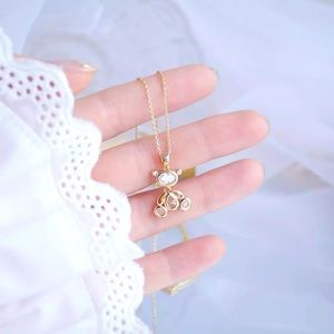 Movable Bear woman necklace